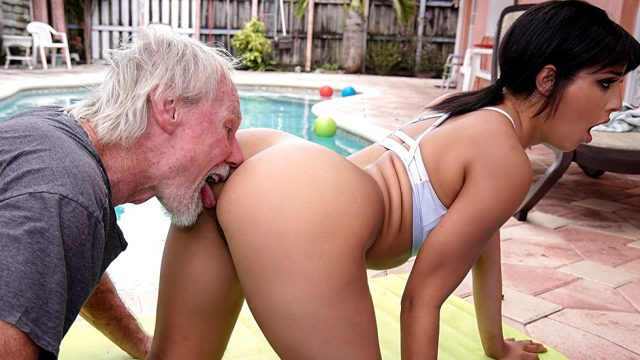 Old Man Loves The Booty (Misty Quinn, Jack Moore, Kosame Dash) [Bangbros]