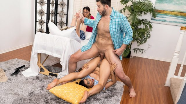 [BrazzersExxtra] Vanessa Sky, Lulu Chu (Squirt, Pop and Deliver / 12.04.2020)