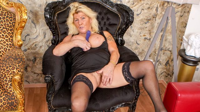 [Grandmams] Lola Wild (Crazy, horny and sixty years old / 02.20.2021)