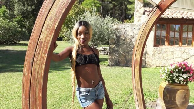 [JacquieetMichelTV] Lyna (Immoral blackette… / 04.03.2021)